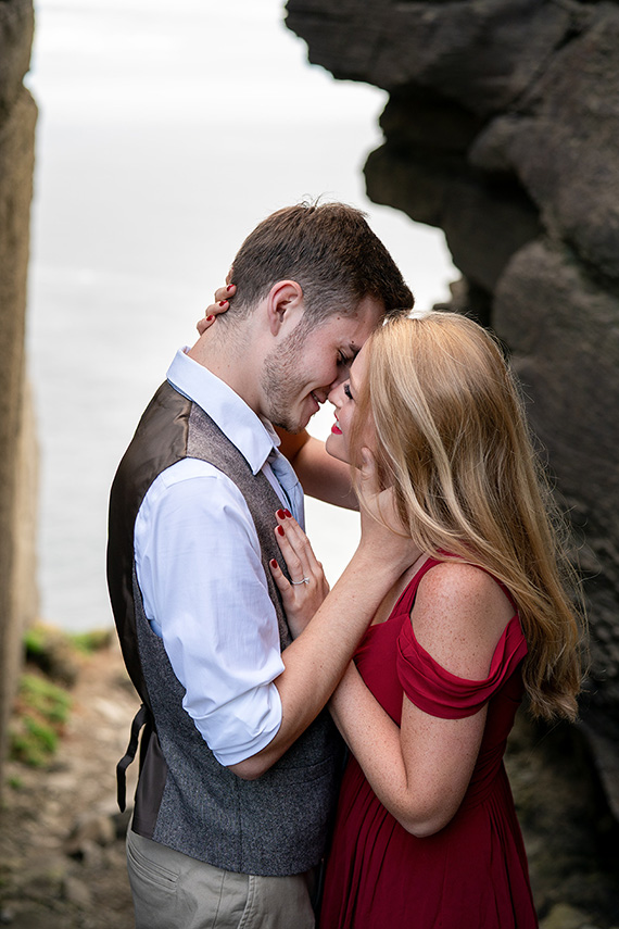 Couple photography shoot at the cliffs of moher in Ireland
