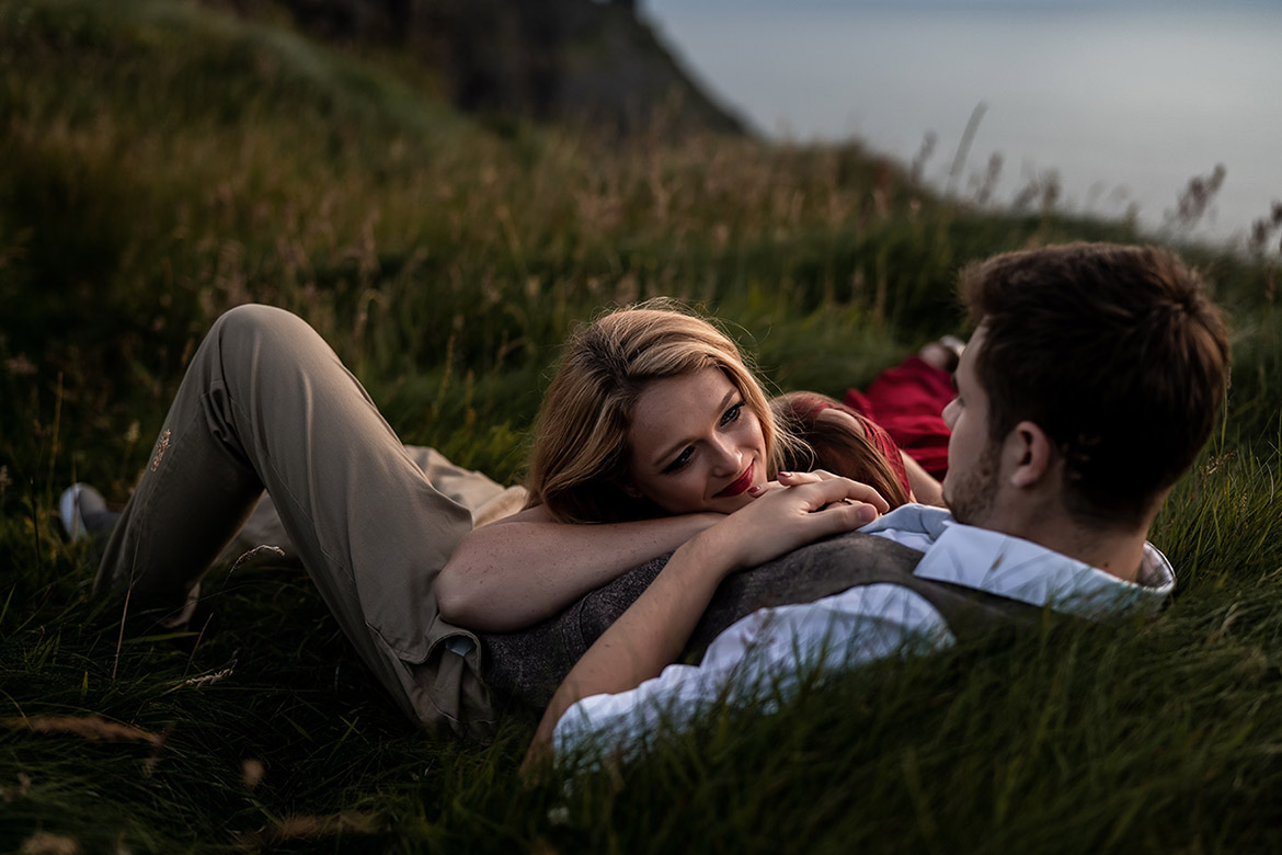 Photography of an engagement shoot in Ireland at the cliffs of moher