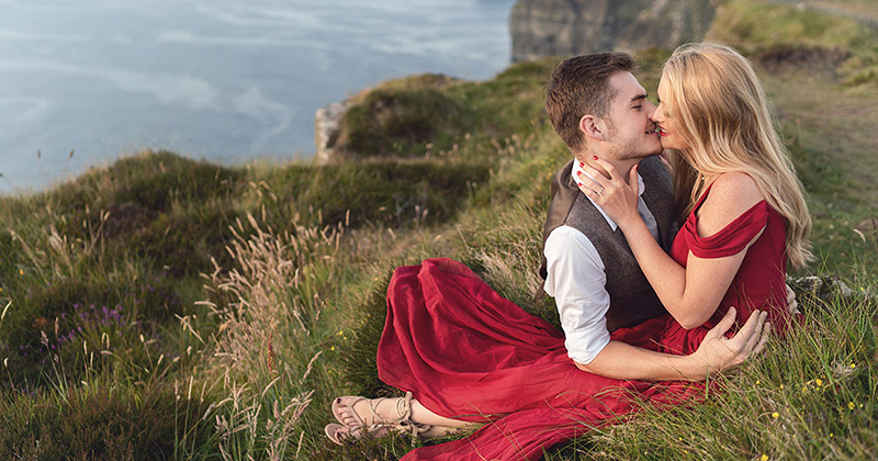 Engagement photography at the cliffs of moher